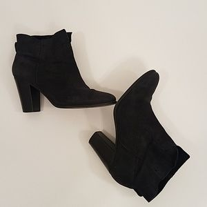 Vince Camuto black suede booties size 9